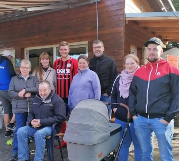 Vier Generationen auf dem Sportplatz